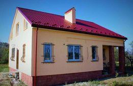 Продається будинок з великою земельною ділянкою в центрі Буковиці