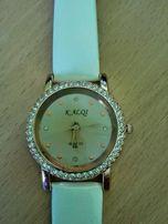 Biały zegarek kwarcowy