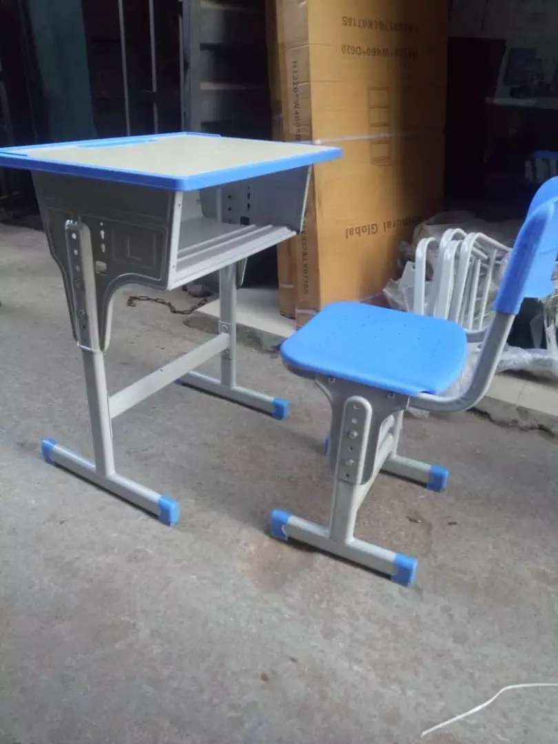 Students table and chair 0
