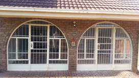 A newly renovated one bedroom flat in the Kloofendal