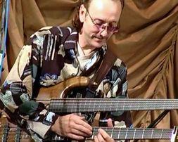 Уроки игры на бас гитаре. Метро Минская.Возможно по Скайпу.