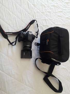 Canon camera for sale with case.and 18-55mm length