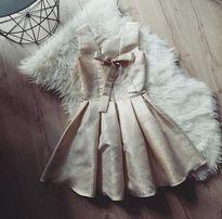 Złota przepiekna sukienka z kokarda na plecach