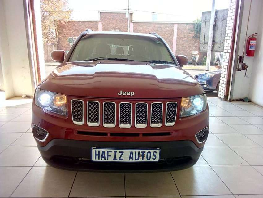 2014 Jeep Compass Limited ,leather seats Reverse Camera 0