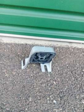 Renault CLIO II 1.5dci Engine Mount for sale in Pretoria West