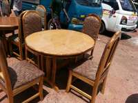 Image of A 4 chairs dining set