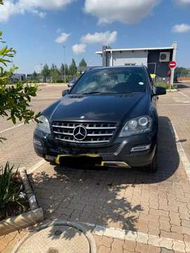 Mercedes-Benz ML500 V8
