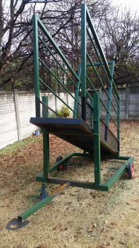 Cattle Mobile adjustable loading ramp