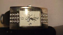 Продам женские часы AVON.