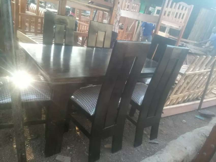 6seater dining table 0