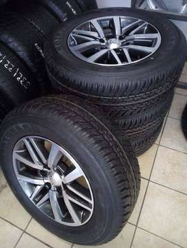 """18"""" Toyota Hilux/Fortuner mags with brand new 265/60/18 Dunlop Grandtr"""