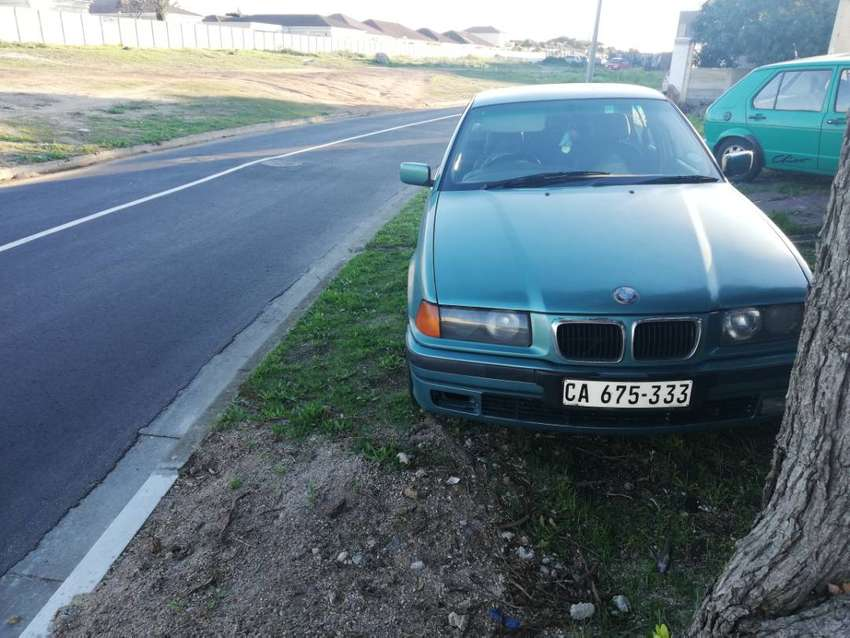Selling 2 bmw e36 318is and bmw e30 325i 0