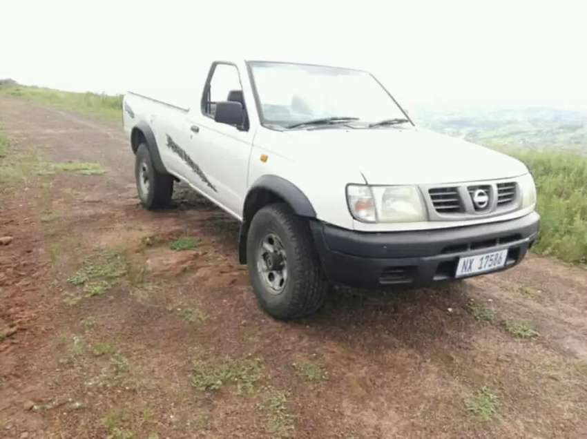 Hy I'm selling my Nissan hardbody 4×4 2.4i in good condition 0
