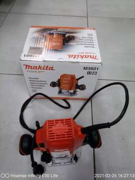 MAKITA 900W PLUNGER ROUTER
