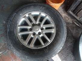 Toyota Fortuner tyre and rim