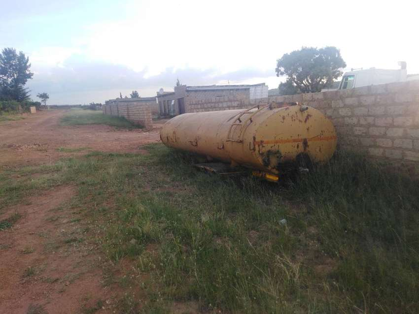 10000 lt tank for sale R 10000 give way price 0
