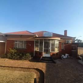 Office/House in Boksburg CBD with Business rights for sale!