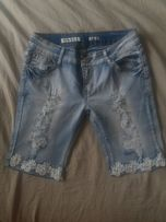 Krótkie spodenki jeans z koronką