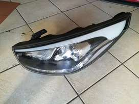 2014 /15 Ix35 Hyundai xenon headlight right and left side
