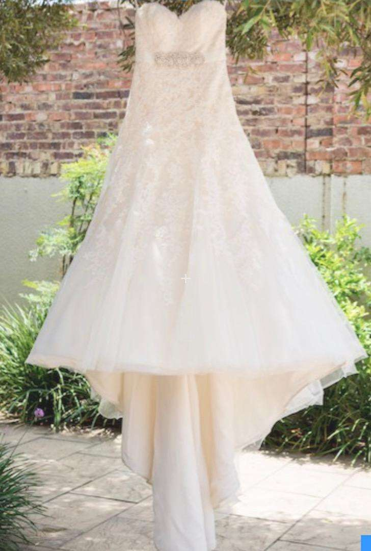 2nd Hand Essense of Australia Wedding Dress 0