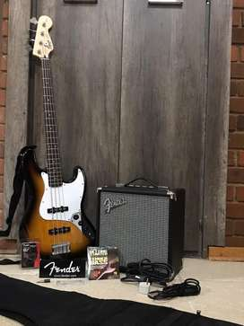 Bass guitar with amp R3100.