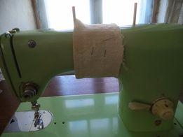 продам швейную машинку с ножным приводом б/у( Чехословакия)