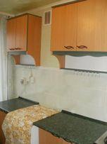 Продам.Кухонный комплект (столы-тумбы, тумба-мойка, навесные шкафы).