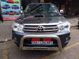 Toyota fortuner 4.0 v6 4x4 Auto 2011 for SELL