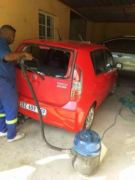 Accident damaged cars and bakkies, I am buying them.