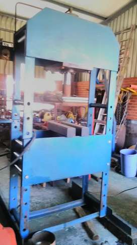High pressure hydraulic press