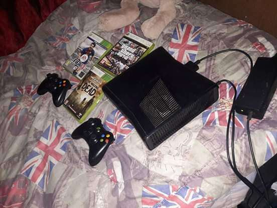 XBOX 360 GREAT CONDITION 500GIG 0