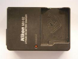 Зарядное устройство Nikon MH-62 для аккумулятора Nikon EN-EL8