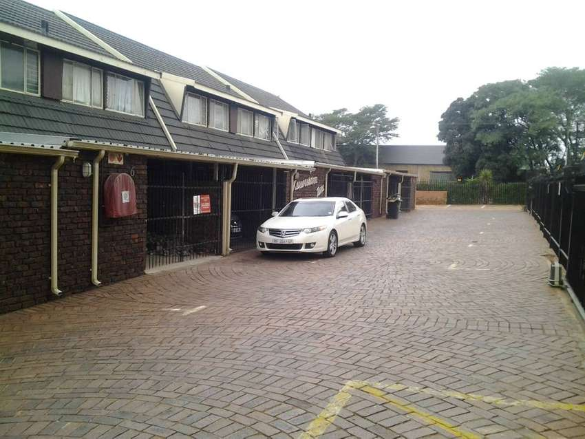 Sinoville 2 bedroom townhouse R6,500 PM 0