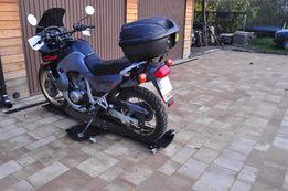 PomelBikeShuttle - platforma pozwalająca ustawić motocykl w garażu