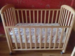 Продам детскую кроватку с матрасом и др. вещами