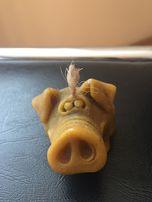 Прикольная свечка свинка медовая