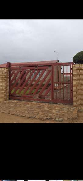 HOUSE FOR SALE IN KAALFONTEIN