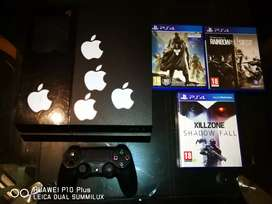 500gb PS4 With 1 Controller And 3 Games