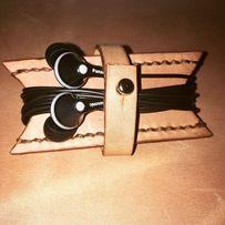 Органайзер для наушников. Держатель для наушников из кожи