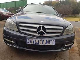 2011 MERCEDES Benz C200 CGI with Sunroof and leather seats