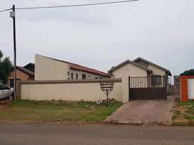 2 Bedroom house for Rent at Vosloorus Ext 6