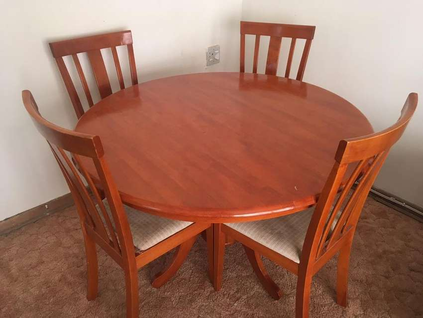 Dining Room Table with 4 chairs 0