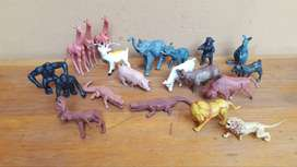 Collection of 20 plastic animals.