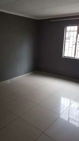 Extra large room to rent in Grobler park