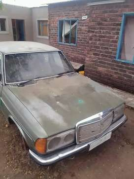 I'm selling Mercedes-Benz 200