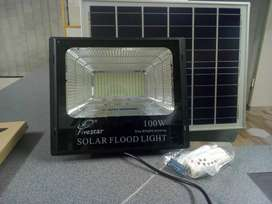 100watt floodlight with solar panel