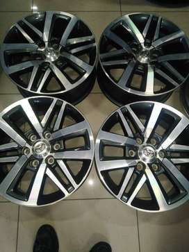 18inch Toyota  Hilux/Fortuner mags set for R8800.