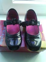 Лаковые туфли на девочку
