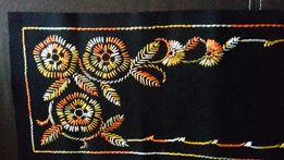 Bieżnik haftowany, czarny, ręczna robota haft