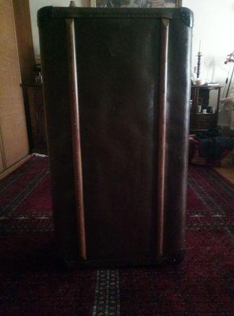 Продам антикварный чемодан